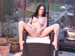 solo play of brunette mature cassidy
