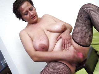 mature slut melanie is having fun with a dildo
