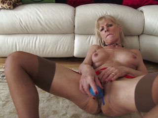 curious what a mature lady has between her legs?