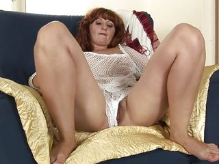 mature makes herself comfortable
