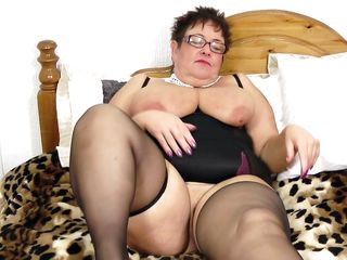fatty spreads her thighs wide