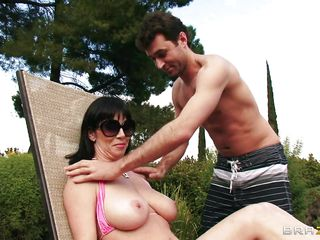 big boobs rayveness gets a bit shameless