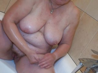 nanny gets dirty in the bathtub