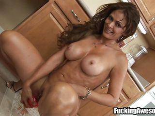 curvy mom makes a vagina smoothie