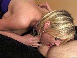 milf masturbates while rimming