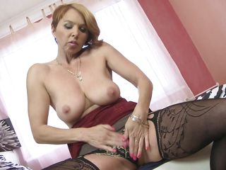sensual mature pleases herself alone