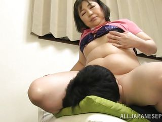chubby and mature japanese lady sits on his face
