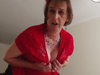 mature european slut shows off he cleavage