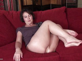 mature lady takes off her pantyhose, to masturbate