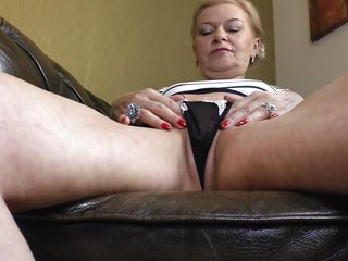 ilana loves to finger fuck herself