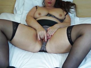 samantha mommy loves to romp in bed