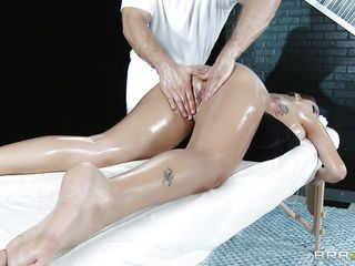 smokin hot brunette getting her pussy oiled and massaged