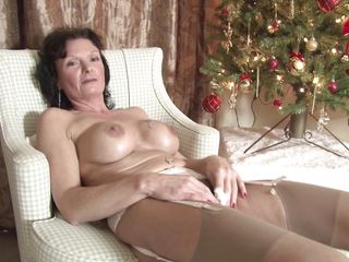 busty mature mom enjoying her masturbation.