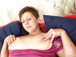 sexy mature lady playing with her pussy.
