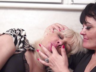 mature lesbians kissing and ready for big action