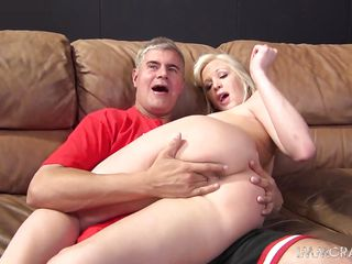 blonde milf gets her pussy pro licked