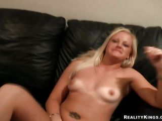 tattoed blonde likes the dick