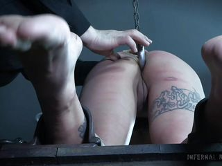 the master tied her up and pulled her hair