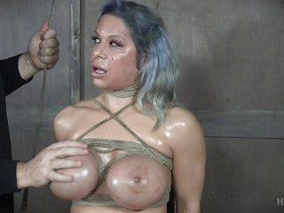 busty alyssa lynn can't stand the heat