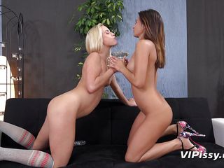 gorgeous lesbians piss drinking