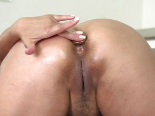 sexy blonde mature lady plays with her cunt