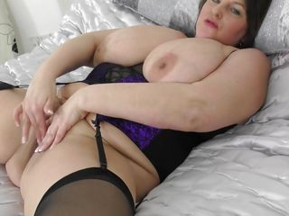 busty mature masturbates for you!