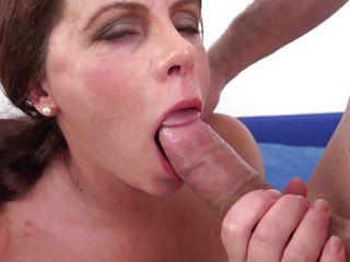 mature lady deepthroats