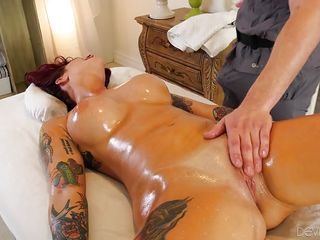 hot sex session on the massage table @ gorgeous milf gushers
