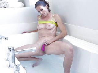 this busty mommy masturbates, sitting in the bathtub